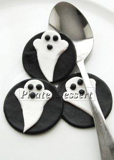 edible halloween cupcake toppers ghosts fondant by piratedessert 1600