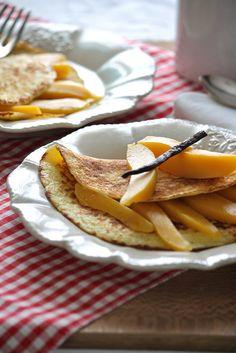 Crepes al cocco con mango profumato alla vaniglia