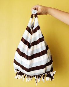 Como hacer un bolso con una playera reciclada (1)