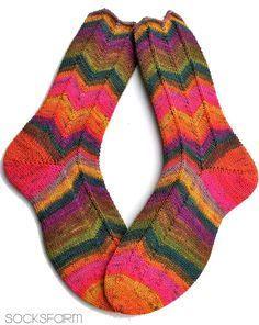 Seit Ewigkeiten hatte ich die Jaywalker nicht mehr auf den Nadeln gehabt... dabei ist das gerade bei gestreifter Sockenwolle DAS Muster ü...
