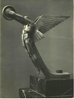 French art deco bronze hood ornament depicting female winged centaur, by Darel, 1925 Motif Art Deco, Art Deco Pattern, Art Deco Design, Art Deco Illustration, Art Nouveau, Car Hood Ornaments, Art Deco Stil, Art Deco Buildings, Art Deco Furniture