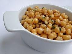 Foods That Aid Sleep: Garbanzo Beans (Chickpeas) | Uykuya Yardımcı Olan Besinler: Nohut | http://nardamattress.blogspot.com/2013/08/foods-that-aid-sleep.html