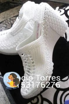 Discover recipes, home ideas, style inspiration and other ideas to try. Crochet Boot Socks, Crochet Socks Pattern, Crochet Sandals, Shoe Pattern, Crochet Slippers, Black Lace Boots, Trendy Sandals, Lace Booties, Spring Shoes