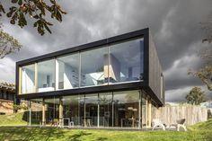 moderne villa met grote ramen