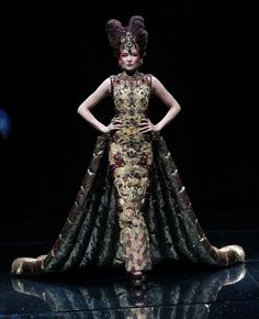 Exquisite embroidery from China - Designer Guo Pei