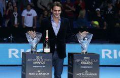 Roger Federer cu premiile primite la Londra