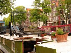 Boot in Amsterdam, Niederlande. Mijn ruimte is geschikt voor stellen, gezinnen (met kinderen) en harige vrienden (huisdieren). Amsterdam, Patio, Outdoor Decor, Room, Home Decor, Netherlands, Ad Home, Bedroom, Terrace