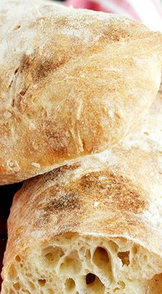 Ciabatta Bread that I will make soon. She makes it look so simple. And you don't have to touch it. That's even better. Artisan Bread Recipes, Sourdough Recipes, Sourdough Bread, Italian Bread Recipes, Cornbread Recipes, Jiffy Cornbread, Bread Bun, Easy Bread, Bread Rolls