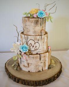 Birch tree wood cake effect with sugar flowers