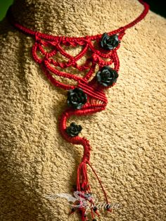 Red macrame necklace with roses by Splatane on Etsy, €12.00