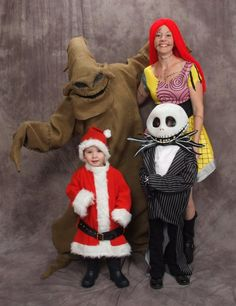 The Nightmare Before Christmas Family Costume. This is awesome. Perfect for me, chase, Aiden, and Karson Aiden would LOVE it bc he's loveeeees jack skellington Pop Culture Halloween Costume, Christmas Costumes, Creative Halloween Costumes, Disney Halloween, Halloween Cosplay, Holidays Halloween, Baby Halloween, Halloween Ideas, Women Halloween