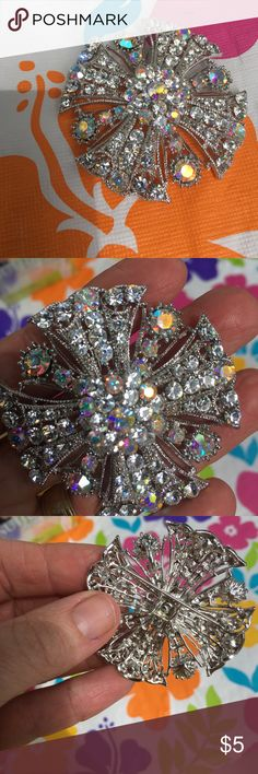 Rainbow my life🎊🎊🎊🎊🎊🎊 Brooch with multi faceted stones. Shines and shimmers colors are so great! vintage Jewelry Brooches