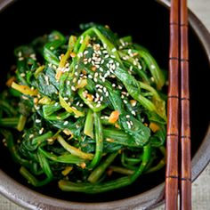 Korean Spinach, the rustic version Recipe with spinach, soybean paste, Gochujang base, garlic cloves, sesame oil, sesame seeds