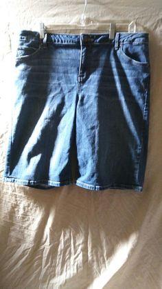 Simply Vera Wang Denim Capri Jeans Women's Size 16 Roll Cuff Bermuda #SimplyVeraWangDenimCapriSizeSmall #CapriCropped