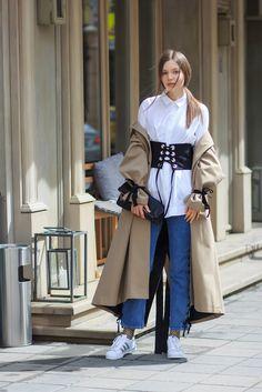 базовый гардероб, базовые вещи, универсальные вещи, как выглядеть модно, стильные и удобные образы, образы на каждый день, с чем носить корсет, весенний образ с тренчем, образ с тренчем, тренд платье с брюками, с чем носить тренч, тренд 2017 шнуровка, тренд 2017 сетка, модные тренды, тренды весны 2017, весенние образы, весенние тенденции 2017, how to wear corset, casual looks, spring trends, looks with trench, модный блогер, русский модный блогер, fashion blogger, russian fashion blogger…