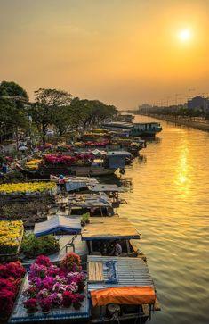 Scorching golden sunset over Binh Dong Canal, Vietnam /// #travel #wanderlust