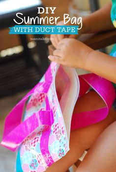 A plastic bag made out of duct tape, DIY Summer bag! Make it in different colors and patterns, great for wet swimming suits! Summer Bags, Summer Diy, Summer Crafts, Summer Ideas, Craft Activities For Kids, Crafts For Kids, Diy Crafts, Bag Making, Making Out