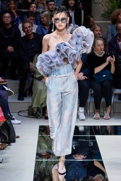 Giorgio Armani Spring 2020 Ready-to-Wear Fashion Show - Vogue Fashion 2020, Fashion Week, Runway Fashion, Fashion Brands, High Fashion, Fashion Outfits, Punk Fashion, Lolita Fashion, Milan Fashion