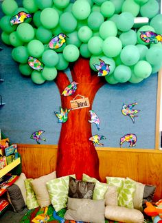This is the balloon tree i made in reception classroom. I found the idea online and then made it fit to what we were doing :) Our letter of the week was B.B for balloon and B for birds (which the kids made). Reading Corner Classroom, Year 1 Classroom, Early Years Classroom, Classroom Setting, Classroom Design, Preschool Classroom, Classroom Themes, Reception Classroom Ideas, Teaching Displays