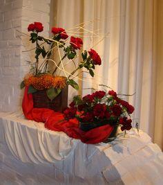 Bij kerkelijke feestdagen levert de Bloemengroep een bijdrage aan de eredienst d.m.v. een symbolisch bloemstuk. Ze sluit zoveel mogelijk aan bij het project van de kindernevendienst. Dat gebeurt ook in andere bijzondere diensten, zoals bid- en dankdag voor gewas en arbeid, de zondag voor gebed en eenheid van de kerken, de laatste zondag van het kerkelijk jaar en de zondag van de ...
