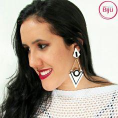 Brinco geométrico White and Black para  aquele  look poderoso!  Brinco de  acrílico  na  promoção!! 🔥🔥🔥 💻 wwww.minhanovabiju.com.br 📱Whatsapp: (71) 99165-0201 🚚 Frete  grátis para Salvador!  #minhanovabiju #acessoriosfemininos #acessorios #brincoacrilico  #maxibrinco  #lojaonline  #bijuterias #bijuteriasfinas #modafeminina #modacasual  #salvadorbahia #enviamosparatodobrasil