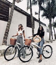 Uploaded by 🦋. Find images and videos about girl, summer and friends on We Heart It - the app to get lost in what you love. Best Friend Pictures, Bff Pictures, Friend Photos, Best Friend Fotos, Tumblr Bff, Best Vacation Spots, Cute Friends, Summer Aesthetic, Foto Pose