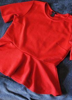 Kup mój przedmiot na #vintedpl http://www.vinted.pl/damska-odziez/bluzki-z-krotkimi-rekawami/15373561-baskinka-czerwona-hm-r-l