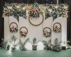 Wedding Backdrop Design, Wedding Stage Design, Rustic Wedding Backdrops, Outdoor Wedding Decorations, Indian Wedding Stage, Hanging Flowers Wedding, Bodas Boho Chic, Wedding Background, Akad Nikah