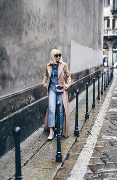 Ich war ja schon immer ein Fan von Camel Coats. Egal ob lang, kurz, oversized oder tailliert, er hängt fast in allen Varianten in meinem Kleiderschrank. Ein besonderer Hingucker ist jedoch dieser überlange Camel Coat von Laurèl. Als ich ihn zur Berlin Fashion Week am Laufsteg gesehen habe war ich sofort schockverliebt. http://www.blogger-bazaar.com/2016/03/31/the-long-coat/ Tanja Trutschnig / Blogger Bazaar / Streetstyle / Blogger / Mailand / Paris / Fashion langer Mantel / All Denim /