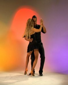 Josie & Jareds 4 Hour Bachata Workshop @ En Pointe Dance Sudio 713 Termino Ave., Long Beach CA 90804  Fun and intensive day of Bachata.  This popular Dominican dance is sesuous and fun to learn.  •Learn partnering, Body movement & dips.  REGISTER NOW:  https://www.paypal.com/cgi-bin/webscr?cmd=_s-xclick_button_id=YA2MNT7RPKCFA