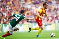 Ivan Rakitic (R) of FC Barcelona plays close to Mikel Balenziaga of Athletic Club during the La Liga match between FC Barcelona and Athletic Club at Camp Nou on September 13, 2014 in Barcelona, Catalonia.