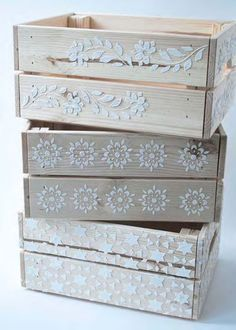 New Painting Wood Box Wooden Crates Ideas – Basteln – Wood Craft Wooden Crates Design, Diy Wooden Crate, Wood Crates, Wooden Crafts, Vintage Wooden Crates, Wood Box Decor, Diy Wood Box, Wood Boxes, Hand Painted Chairs