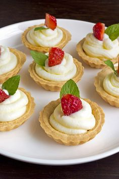 Weight Watchers Berry Tartlets Recipe with Low Fat Cream Cheese, Fat Free Vanilla Pudding, and Fresh Berries - 2 WW Smart Points
