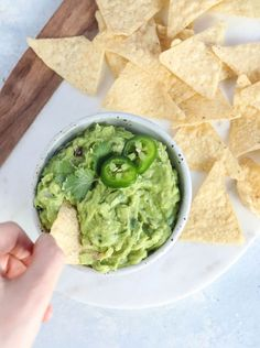 Here's how to make PERFECT GUACAMOLE, using ripe avocados, lime juice, jalapeños, and cilantro. It's easy and tastes like Chipotle's! Storage tips included to prevent browning. #chipotlebowl #chipotleathome #chipotle #guacamole #guacamolerecipe #avocado #avocadolove #californiaavocados #hassavocado #howto #healthyrecipes #healthysnacks #superbowlparty #superbowlsnacks #partyrecipes #paleosnacks #vegansnacks #detoxinista Healthy Meals For One, Healthy Dips, Healthy Food, Paleo Recipes, Whole Food Recipes, Cooking Recipes, Free Recipes, How To Make Guacamole, Meal Prep For Beginners