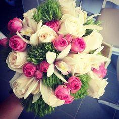 Hmm, ce ambalaj sa-i punem? Floral Arrangements, Floral Wreath, Wreaths, Instagram Posts, Flowers, Gifts, Decor, Floral Crown, Presents