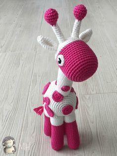 Jirafa amigurumi - free Spanish crochet pattern by Ana Artedetei at Madres Hiperactivas.