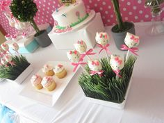 Hello Kitty Party - ooh, this looks familiar.  I wish I had thought of the grass, but the cinnamon candies worked too.
