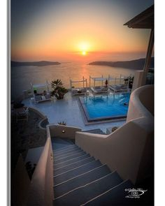 Sunset over de Aegean Sea at Santorini in Greece