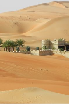 Anantara Qasr al Sarab resort, Abu Dhabi (UAE) Desert Oasis, Desert Life, Abu Dhabi, Places To Travel, Places To Visit, Desert Places, Deserts Of The World, Japon Illustration, Beau Site