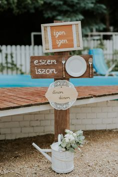 Wedding Guest Book, Diy Wedding, Wedding Decorations, Table Decorations, Wedding Humor, Wedding Designs, Big Day, Minden, Diy And Crafts