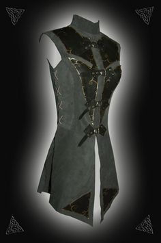 Isoldes Waffenrock Renaissance medival pirate costume coat. I would like my Dying Kingdom character to have this.... because every girl needs more than one tunic... ;)