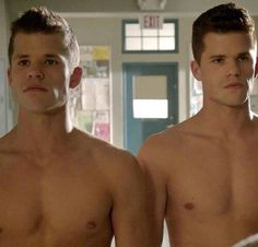 Max and Charlie Carver Shirtless: Last summer, we showed you Max Carver Naked. Max Carver, Max And Charlie Carver, Carver Twins, Colton Haynes, Teen Wolf Twins, Teen Wolf Actors, Dylan Sprayberry, Daniel Sharman, Cody Christian