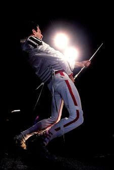 Freddie Mercury onstage being, well, Freddie! Queen Freddie Mercury, John Deacon, Fred Mercury, Freddie Mercuri, God Save The Queen, King Of Queens, A Kind Of Magic, We Are The Champions, Roger Taylor