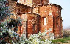En el Medievo, los lugareños supieron ver el potencial de esta gran tierra. Siglos después, esta ruta del románico por Palencia lo demuestra. Mansions, House Styles, Home Decor, Art, Spain, Paths, Earth, Places To Visit, Mansion Houses