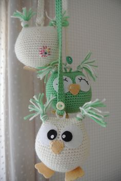 By far the most cute crochet baby girl bootie patterns you can find. Crochet Baby Mobiles, Crochet Mobile, Crochet Baby Toys, Crochet Owls, Baby Girl Crochet, Crochet Toys Patterns, Crochet Home, Amigurumi Patterns, Diy Crochet