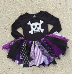 Halloween orders must be received by 10/11/15 for the US. Please msg us for international orders. This fun pirate costume will be a hit for any pirate