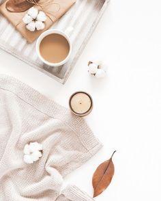 Seid ihr schon bereit für den Winter? Mit einer warmen Tasse Tee und einer Kuscheldecke ist das Winter-Hygge-Gefühl garantiert! ❄️✨ #onloom #myonloom #onloomfrischeswohnen #hygge #hyggelig #autumn #hyggehome #cosy #homesweethome #reinewo Instagram, Winter, Cup Of Tea, Cuddling, Homes, Winter Time, Winter Fashion