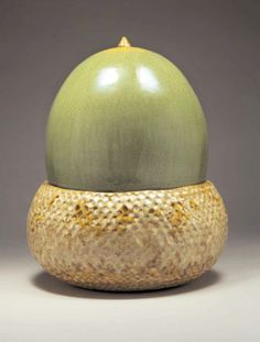 Ceramics by Kate Malone - An Acorn Box, crystalline-glazed stoneware. Pottery Pots, Ceramic Pottery, Painted Pottery, Ceramic Boxes, Ceramic Clay, Modern Ceramics, Contemporary Ceramics, Vases, Food Artists