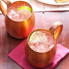 Moscow Mule Recipe Taste of Home best drinks - Recipes Vodka Mixed Drinks, Easy Mixed Drinks, Vodka Drinks, Fun Drinks, Yummy Drinks, Beverages, Vodka Martini, Martinis, Lychee Martini
