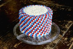 Easy Fourth of July cake with step by step instructions for the pattern. So delicious and beautiful! #food #recipe #cake #fourthofjuly